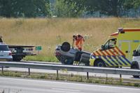 Auto over de kop (A 29) Klaaswaal