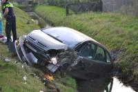 Auto belandt in de sloot na eenzijdig ongeval N489 Mijnsheerenland